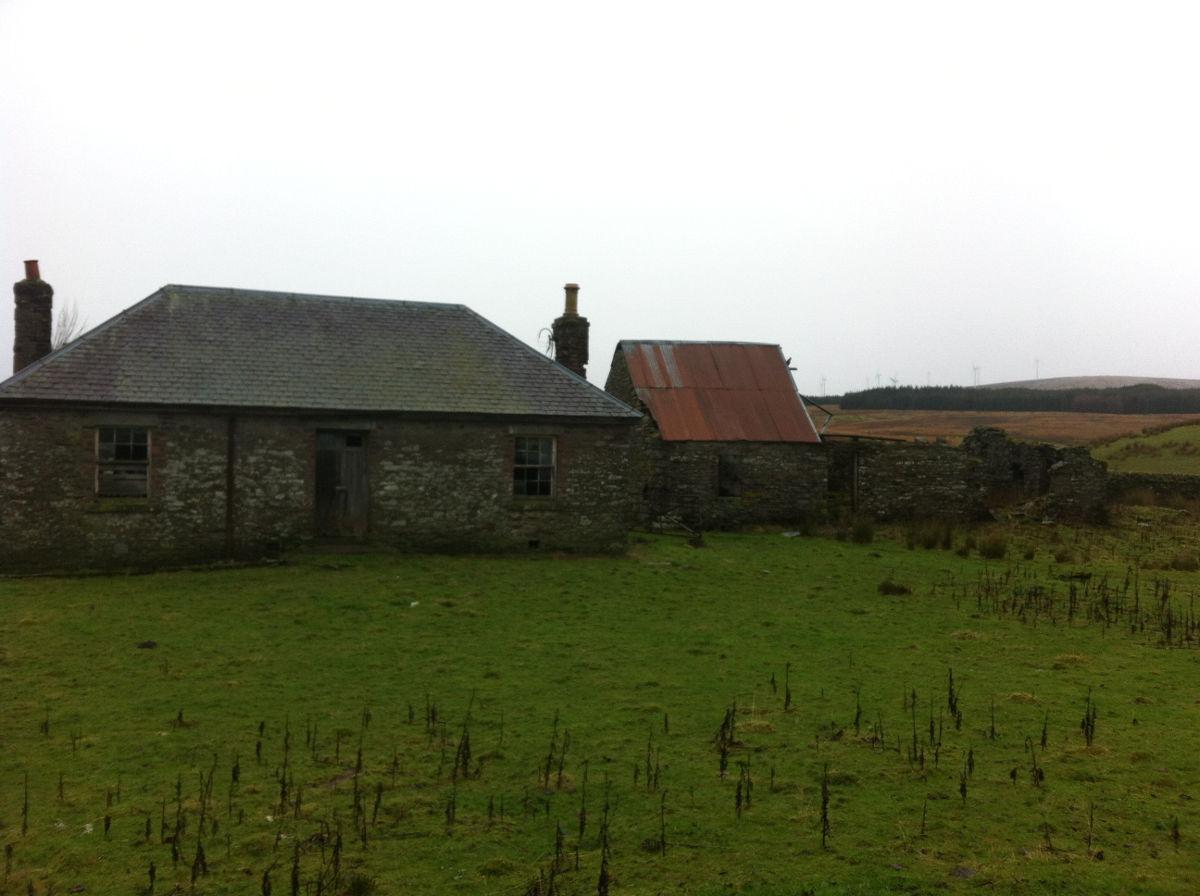 An abandoned cottage near the Calzibohalzie Windfarm